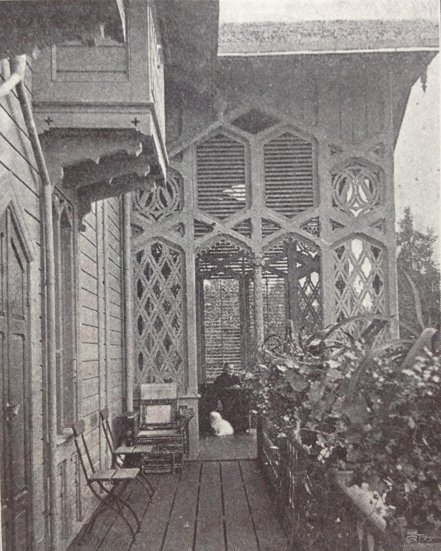Hämtad från: https://commons.wikimedia.org/wiki/File:Villa_lyran_balkong.JPG  Används under creative commons: https://creativecommons.org/licenses/by-sa/3.0/deed.en